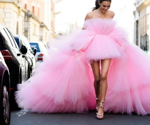 pink, fashion, and Couture image