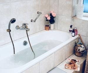 bath, bath tub, and flowers image
