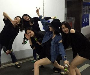aesthetic, asian girls, and friendship image