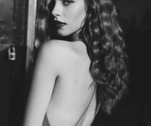 belleza, blanco y negro, and mujer image