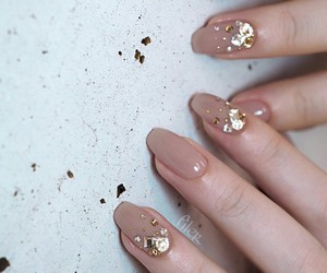 nail art, nails, and gold image