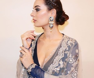 babes, evelyn sharma wallpaper, and evelyn sharma hot photos image
