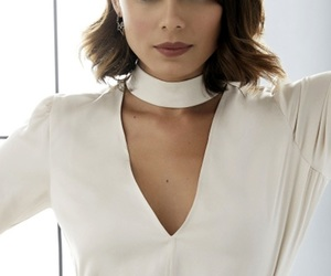 netflix, nathalie kelley, and dinasty image