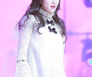 hyunjin, 이달의 소녀, and 현진 image