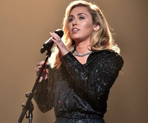 miley cyrus, beauty, and girls image