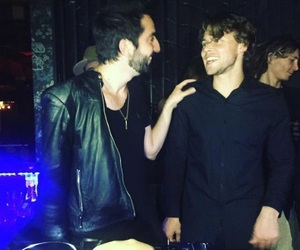 5sos, ashton irwin, and all time low image