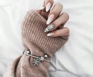 nails, colornails, and beigeandwhite image