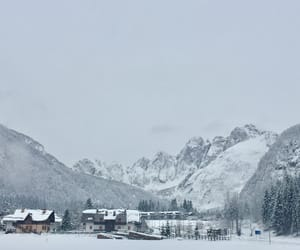 neve and montagna image