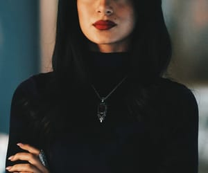 emeraude toubia, isabelle lightwood, and shadowhunters image