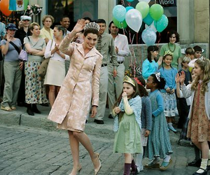 Anne Hathaway and the princess diaries 2 image