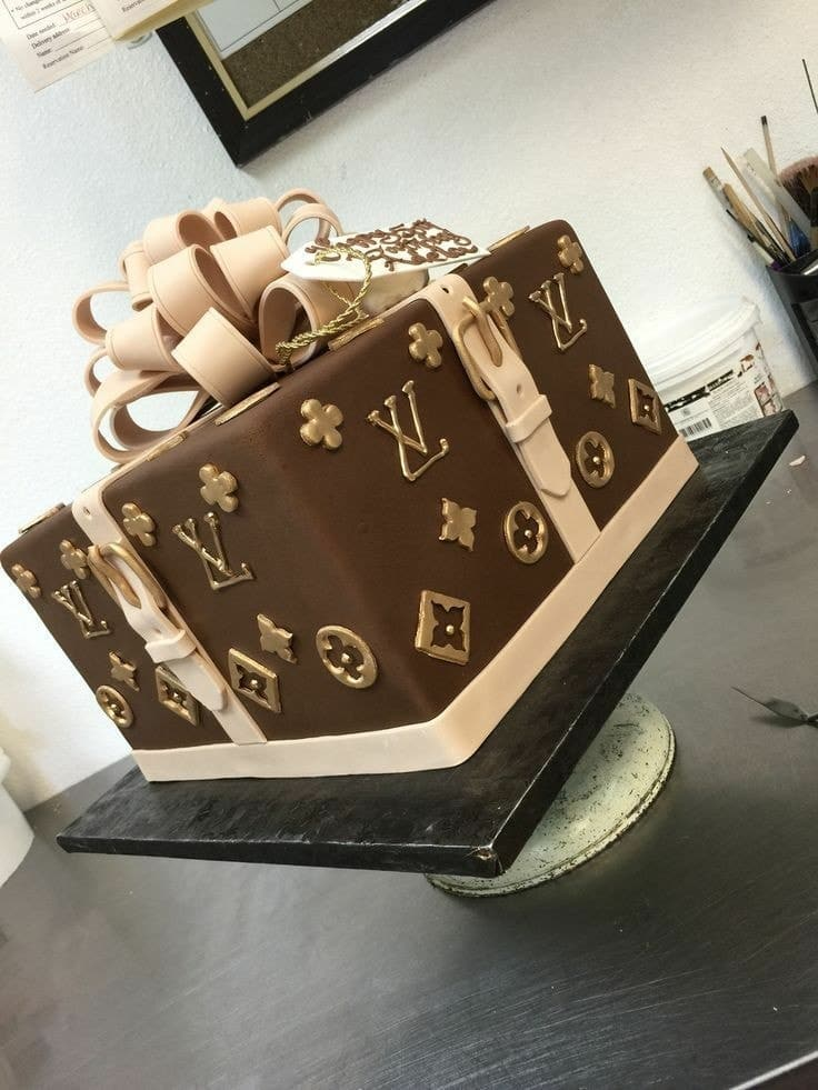 Swell Luxurious Birthday Cake Uploaded By Arpi On We Heart It Funny Birthday Cards Online Inifodamsfinfo