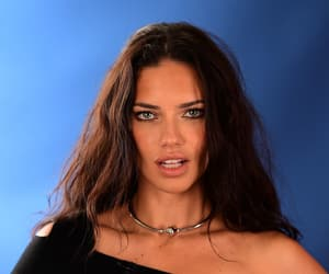 Adriana Lima, hairstyle, and model image