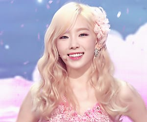 kpop, pink, and yoona image