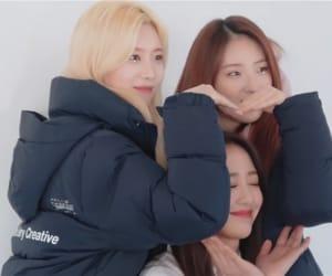 yves, kim jungeun, and jo haseul image