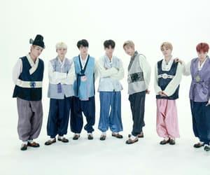 family, korean, and v image