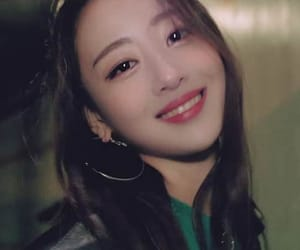 kpop, yves, and newmv image