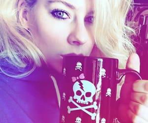 Avril Lavigne, pop, and little black star image