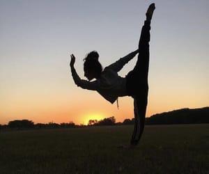 atardecer, dance, and dancer image