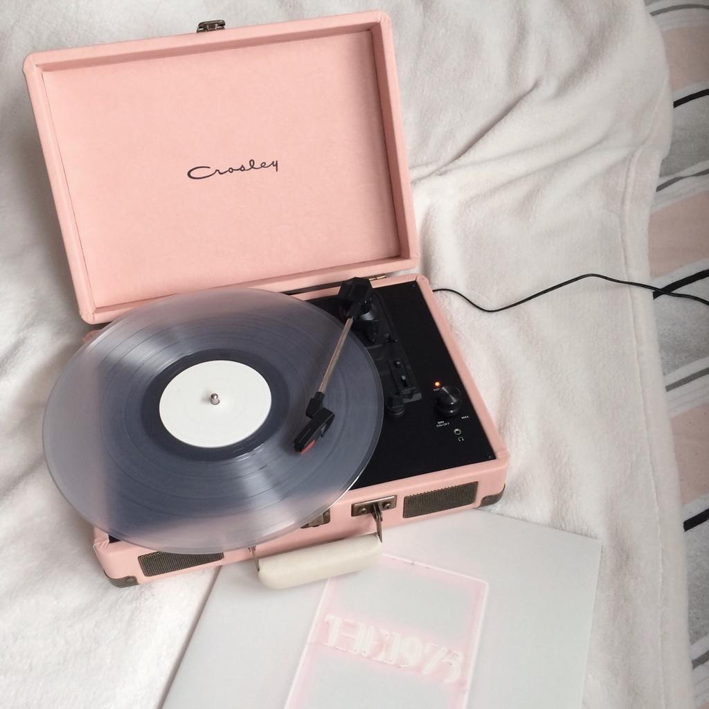 music, pink, and aesthetic image