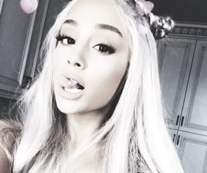 aesthetic, light, and ariana grande image