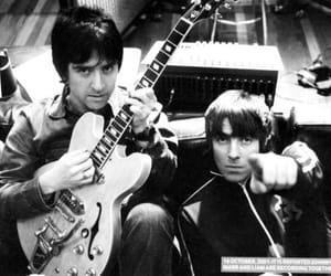 liam gallagher, oasis, and johnny marr image