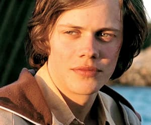 gif, bill skarsgård, and actor image