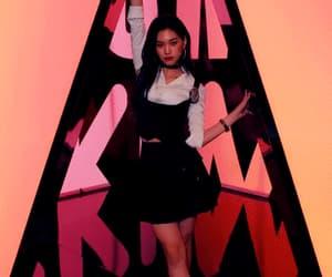 kpop, kpop gif, and doyeon image