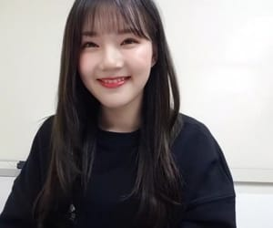 korean girl, wallpaper, and yerin image
