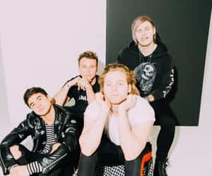 band, 5 seconds of summer, and calum hood image