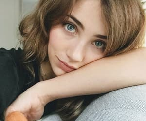 blue eyes, pretty girl, and selfie image