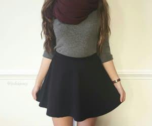outfit, bufanda, and falda image