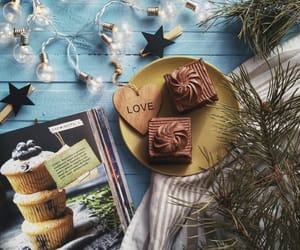 cupcakes, food, and lights image