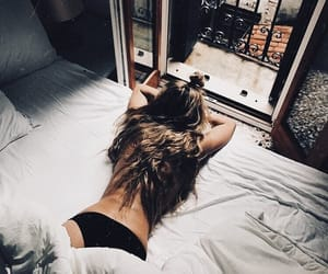 bed, cozy, and girl image
