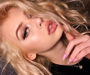 aesthetic, grunge, and pretty girl image