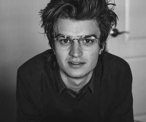 joe keery, actor, and handsome image