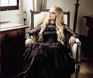 famosos, Avril Lavigne, and belleza image