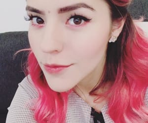 famosos, hair pink, and instagram image