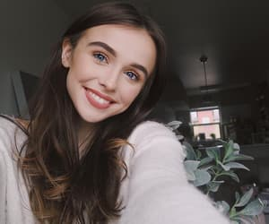 beauty, woman, and youtube image
