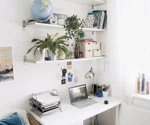 desk organization and studyspo image
