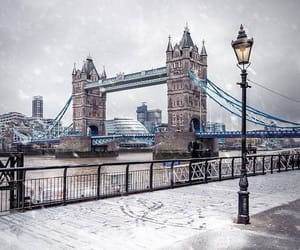 london, places, and snow image