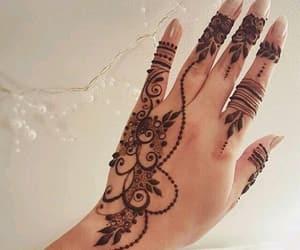henna and hand image