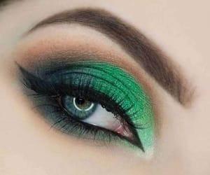 green, máquillaje, and eyeshadow+eyelashes image