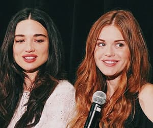 frienship, sisters, and teen wolf image