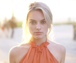 margot robbie and sexy image