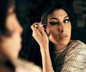 Amy Winehouse, amy, and make up image