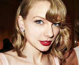 chic, glam, and Taylor Swift image