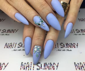 nails and model image