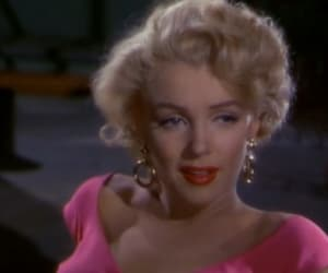 Marilyn Monroe and red image