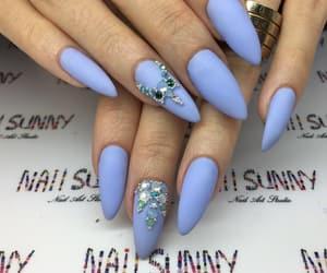 nails and model image