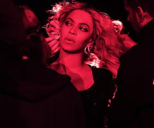 b, queenbey, and formation image
